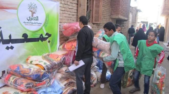 جديد «يوم اليتيم»: أيتام يزورون المرضى ويوزعون هدايا على الفقراء