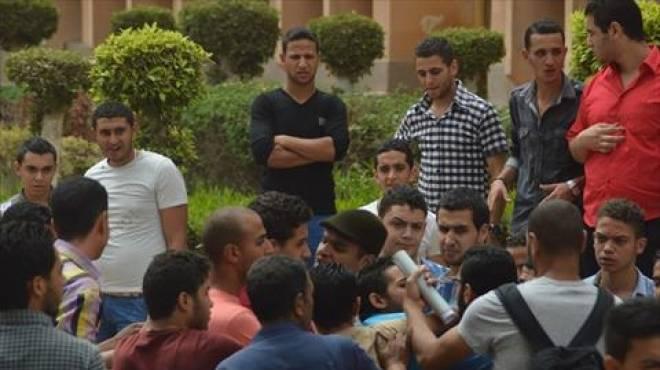 طلاب يمزقون إطار سيارة مراقب بسبب منعه الغش في لجنة بكفر الشيخ
