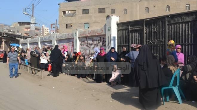 قوات الأمن تمنع وقوف وسائل المواصلات أمام اللجان الانتخابية