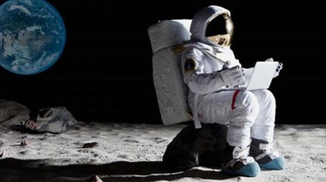 بالصور| دراسة أمريكية: الإنترنت على سطح القمر أسرع من بيتك