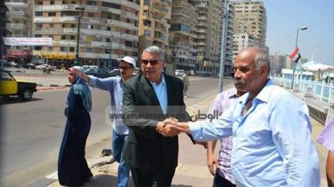بالصور| محافظ الإسكندرية يحضر تنظيف الشاطئ وأعماق البحار