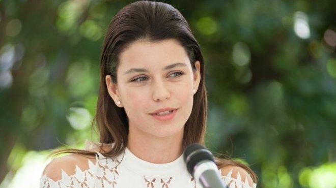 الممثلة التركية بيرين سات تبدأ بروفات دور الأم في فيلم