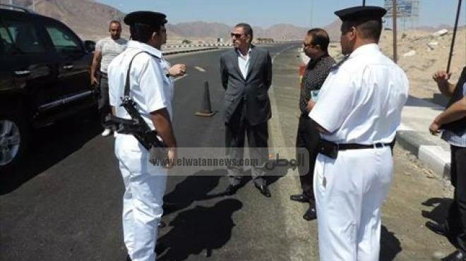 بالصور  مدير أمن البحر الاحمر يتفقد نقاط تأمين الطرق
