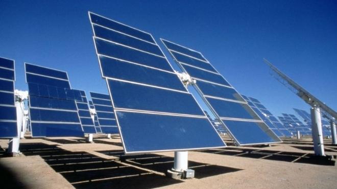 الإمارات تنشئ 4 محطات لتوليد الكهرباء من الطاقة الشمسية في الوادي الجديد