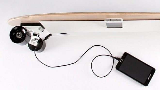 بالصور| طالب بريطاني يصنع لوح تزلج جديد يمكنه شحن الهاتف المحمول