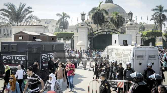 بدء تظاهر طلاب الإخوان بجامعة القاهرة.. والأمن الإداري يكثف تواجده