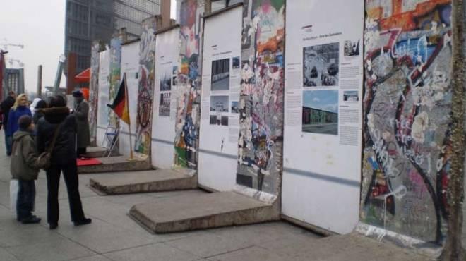 بالصور| جدار برلين المحطم ينقل إلى واشنطن