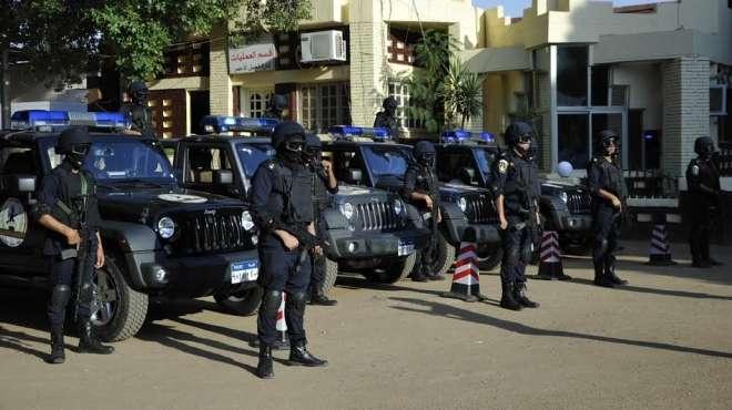 دوريات الانتشار السريع تجوب شوارع السويس لرصد الحالة الأمنية