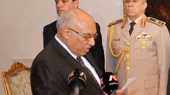 محافظ الاسكندرية يبحث أزمة استقالة مجلس إدارة نادي