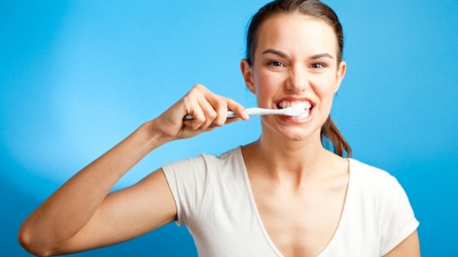 خبيرة تجميل: غسيل الأسنان يساعد على تقليل الوزن