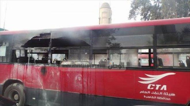 بالفيديو| اشتعال النار في أتوبيس نقل عام أعلى كوبري أكتوبر