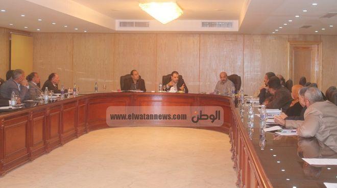 محافظ الفيوم يطالب رؤساء المراكز والمدن بإعداد تقرير شامل عن الطرق