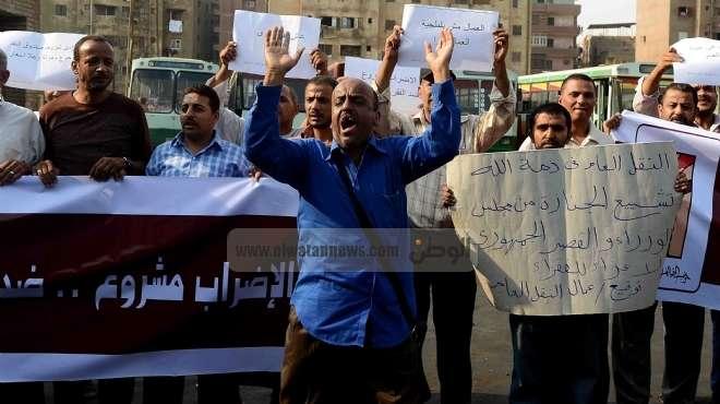 قوى سياسية تنظم وقفة احتجاجية تضامناً مع عمال النقل العام