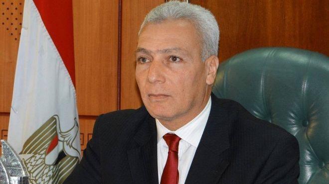 محافظ بورسعيد يستعرض عدد من المشروعات السياحية خلال لقاءه بالأحزاب