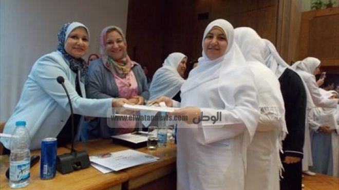 بالصور| تكريم 400 من هيئة التمريض بالمستشفيات الجامعية في المنصورة