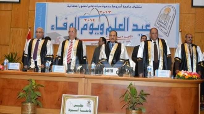 بالصور| إطلاق اسم الدكتور محمد إبراهيم على إحدى قاعات جامعة أسيوط