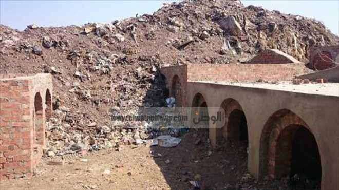 القمامة تحاصر مقابر بنى عبيد فى الدقهلية