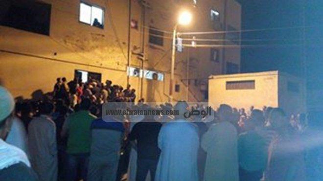 تجمهر العشرات أمام منزل مواطن بزعم تحويل منزله لكنيسة في المنيا