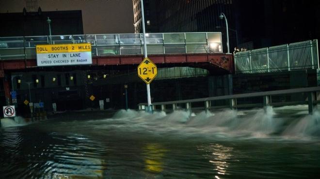 أوباما يلغي حفل عيد الهالوين ليجوب المناطق المتضررة من إعصار ساندي