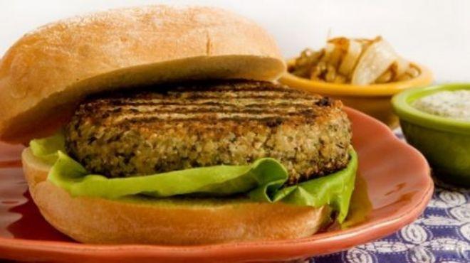 رسالة ماجستير: البيف برجر والبسطرمة والسجق أكثر اللحوم المصنعة تلوثا بالفطريات