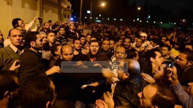 استمرار الاشتباكات بين الإخوان والمعارضين في كوم حمادة بالبحيرة.. وإصابة رئيس المباحث
