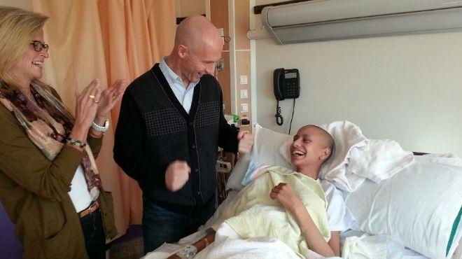 برادلي يزور مستشفى سرطان الأطفال.. ويتبرع بمبلغ كبير لصالح المرضى