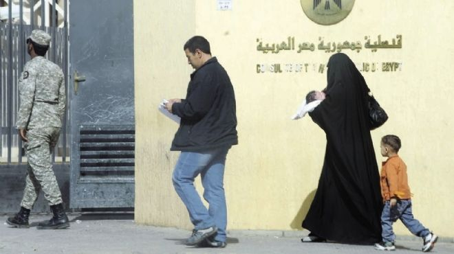 استفتاء المصريين بالخارج.. تزوير أصوات بالبريد وحملات دعائية أمام السفارات