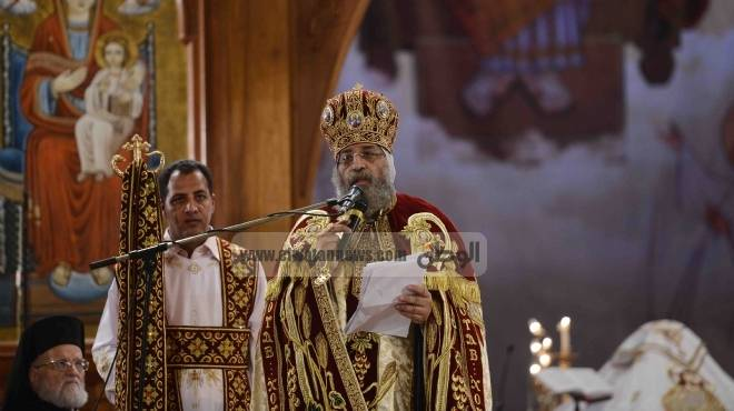 بالفيديو  البابا تواضروس يبدأ قداس عيد الميلاد المجيد بـ