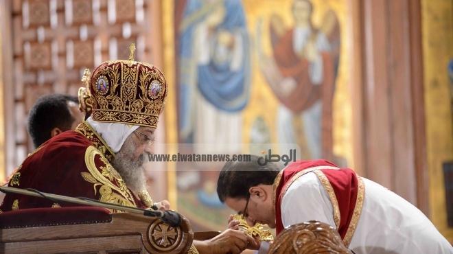 الأقباط يستقبلون البابا تواضروس بالزغاريد وأعلام مصر في