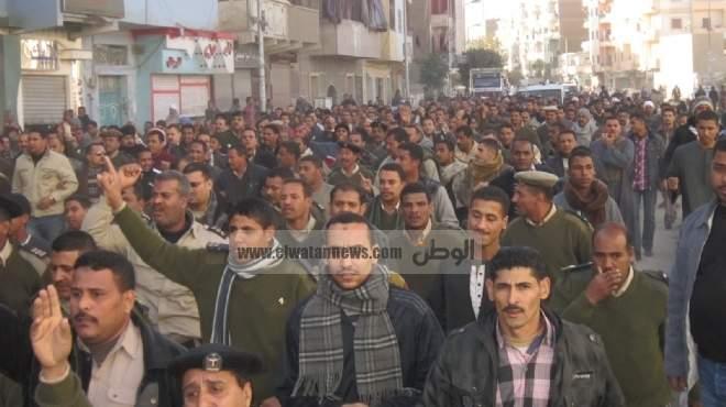 وقفة احتجاجية لأفراد وأمناء الشرطة لحرمانهم من التظاهر في القانون الجديد