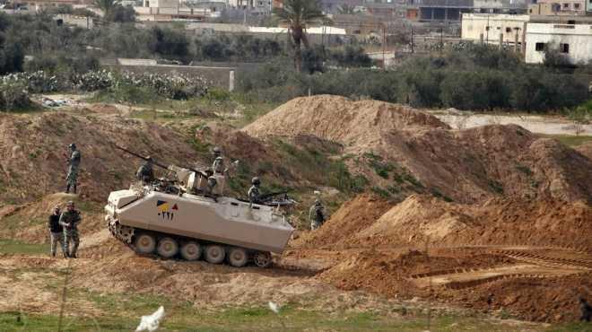 مصادر: الجيش يجهز عناصر قتالية لاقتحام الأنفاق ومطاردة الإرهابيين داخلها