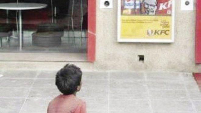 وجبة «كنتاكى» لكل طفل شوارع.. ساعده يحقق حلمه