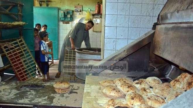 عشرات المواطنون يحاصرون مكتب استخراج بطاقات الخبز بالإسكندرية لفشلهم في استخراج البطاقات