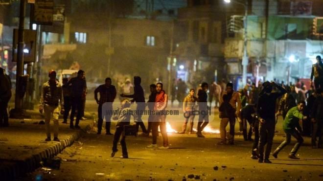 عاجل| الأمن يلقي القبض على 3 نشطاء عقب تنظيمهم وقفة أمام قسم شرطة أول الرمل