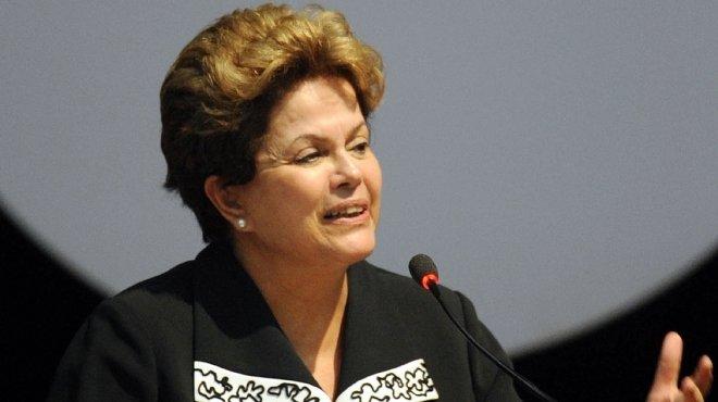 رئيسة البرازيل تستجيب لمطالب المحتجين وتتعهد بميثاق شرف