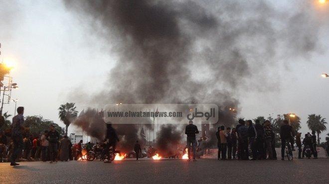 المئات من مدينة البلينا يقطعون كوبري أخميم العلوي احتجاجا على خطف طالبة جامعية