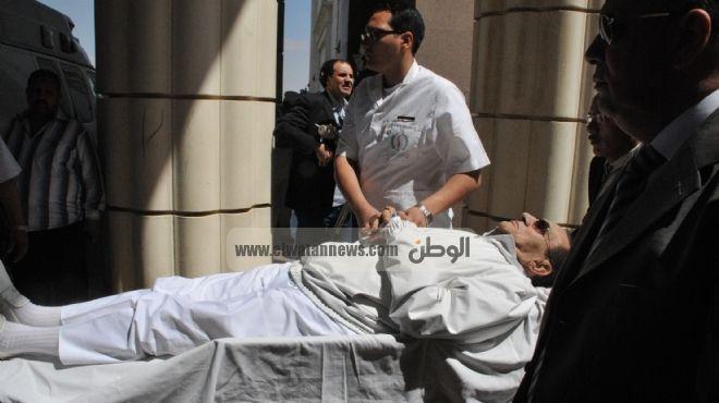 وصول مبارك إلى أكاديمية الشرطة لبدء ثاني جلسات إعادة محاكمته