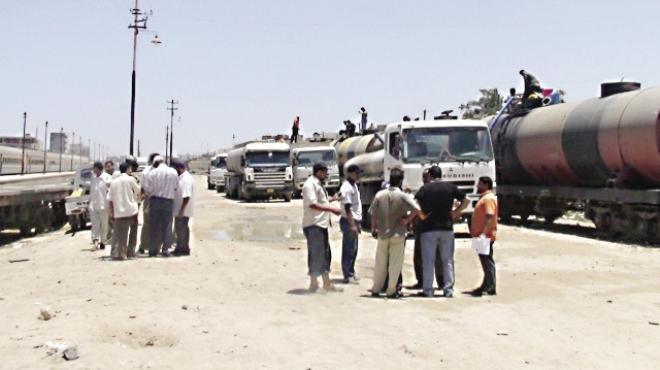 أهالى مطروح يستقبلون قطار الجيش بالـ«جراكن» لإنقاذهم من العطش