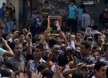 تظاهر طلاب الإخوان بالأزهر احتجاجا على محاكمة مرسي.. وطالبات يقطعن شارع يوسف عباس