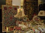 فنانة كنفاه تنصح بوضع ورود صغيرة في غرفة النوم ولوحة كبيرة فوق أريكة الصالون