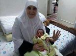 زوجة المعزول تحمل محمد مرسي