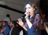 بالصور| ياسمين نيازي تغني في افتتاح مطعم بالمعادي