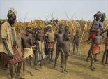 بالصور| أغرب عادات التصالح بين قبائل إفريقيا: تغطية الجسد بـ