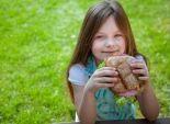 دراسة: الرياضة مع الأكل غير الصحي تساعد على زيادة وزن الأطفال