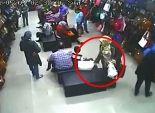 بالفيديو| سيدة تسرق حقيبة يد في محل وتستبدلها بأخرى فارغة