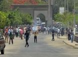 طالبات الإخوان بجامعة الأزهر يقطعن شارع يوسف عباس