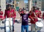 بالفيديو| فرقة موسيقية عسكرية تجوب شوارع كفر الشيخ لحث المواطنين على المشاركة
