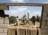 مسؤول فلسطيني: عمال إسرائيليون هدموا 20 قبرا بحجة البناء على أراض مصادرة