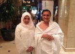 عبدالرحيم علي ينشر صورته بصحبة ابنته مرتديان ملابس الإحرام
