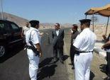 بالصور| مدير أمن البحر الاحمر يتفقد نقاط تأمين الطرق